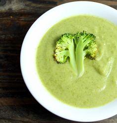 I dag lagde jeg for første gang suppe av sjefsgrønnsaken. Det var jammen på tide, for dette var godt! Jeg som spiser brokkoli minst en gang i uka, og så har jeg aldri laget brokkolisuppe... Fint man s