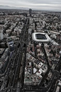 Paseo de la Castellana, estadio Santiago Bernabéu.