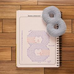 Crochet your own numbers – maysoondo crochet huis Crochet Diagram, Crochet Chart, Love Crochet, Crochet Gifts, Crochet Motif, Crochet For Kids, Diy Crochet, Crochet Stitches, Crochet Baby
