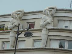 (1991) - au dessus d'un hôtel de police, à l'angle 78 ave Daumesnil, 23 rue de Rambouillet Paris 12ème - architecte Manolo Nunez-Yanowsky