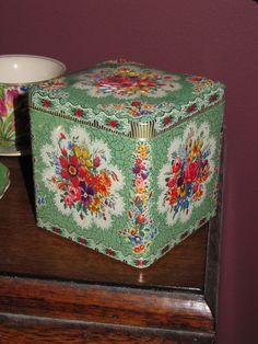 Vintage Daher Floral Tin ღ Vintage Kitchenware, Vintage Tins, Vintage Dishes, Shabby Vintage, Vintage Stuff, Minimalist Cushions, Design Retro, Pot Pourri, Tin Can Crafts