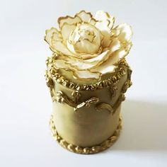 In celebration of today's royal wedding. Lemon cake with chocolate filling and gold sugar peony.  .  .  #royalwedding #royal #royalcake #sugarpeony #cake #amazingcake #foodphotography #baking #wedding #weddingcake #flowercake #sugarflowers #gold #goldcake #marzipan #marzipantorte #marzipancake #goldpeony #harryandmeghan