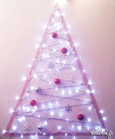 Diy Christmas tree in washi tape « Hello Kim ! Indoor Christmas Lights, Wall Christmas Tree, Noel Christmas, Outdoor Christmas Decorations, Xmas Tree, Christmas Crafts, Holiday Decor, Diy Outdoor Weddings, Halloween