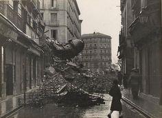 Spain - 1937. - GC -  de la destrucción de La Casa del Torreón de la calle Estudios de Madrid tras un bombardeo