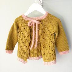 Faunajakke uten stolper og knapper, og godt blokket ut./ Knitted jacket in Fauna-pattern by #paelas#faunajakke#jentestrikk#knitting#knitted#strikkedilla#hobby#madebyme#strik#knit