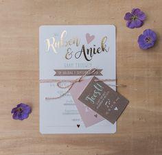 Trouwkaart Ruben & Aniek • Trouwkaart op maat • Formaat: A5 kaart met 2 kleine kaartjes • Standaard papier • Digitale foliedruk: goudfolie • Enkelzijdig full colour bedrukt • Afwerking met ronde hoeken, touw en boorgaatjes