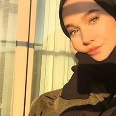 #tb Cute Selfie Ideas, Beautiful Muslim Women, Selfie Poses, Girl Hijab, Hijab Fashion, Photography Poses, My Style, Islamic, People