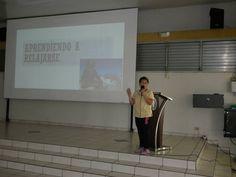 Presentadora de charla sobre el manejo del stres.