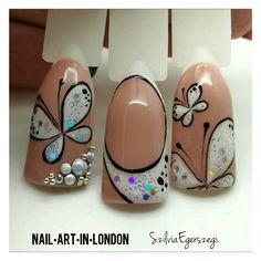 #handpainted #gelpolish design #nails #nailart #buttery #nude #glittery #holographic Instagram.com/nailartinlondon