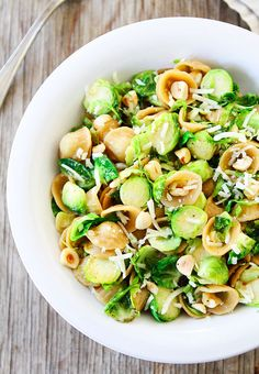 Brown Butter Brussels Sprouts Pasta with Hazelnuts. Brown Butter Brussels Sprouts Pasta with Hazelnuts Recipes Whole wheat pasta with brown butter, brussels sprouts, toasted hazelnuts, and Parmesan ch. Pasta Recipes, Dinner Recipes, Cooking Recipes, Meat Recipes, Cooking Tips, Salad Recipes, Dinner Ideas, Hazelnut Recipes, Chestnut Recipes