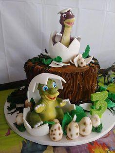Dino Cake, Egg Cake, Dinosaur Birthday Cakes, Dinosaur Cake Easy, Dinosaur Cupcake Cake, Dinosaur Cake Toppers, Dinosaur Crafts, 3rd Birthday, Broken Egg