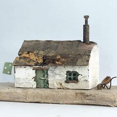 Driftwood Wall Art, Driftwood Crafts, Wooden Crafts, Small Wooden House, Wooden Cottage, Decorative Household Items, Diy Fairy Door, Seaside Decor, House Ornaments