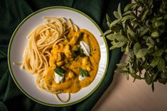 Poutine, Naan, Penne, Mozzarella, Cake Recipes, Spaghetti, Healthy Recipes, Street, Cooking