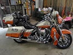 2009 Harley-Davidson® FLHTCUSE4 CVO™ Ultra Classic® Electra Glide®