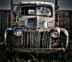 old trucks pictures Antique Trucks, Antique Cars, Wrecking Yards, Abandoned Cars, Abandoned Buildings, Weathered Paint, Chevy Girl, Old Pickup Trucks, Rusty Cars