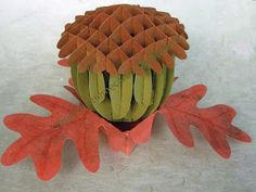 Sliceform acorn and oak leaf stand. Cut with Cameo from Free SVG, Silhouette Studio files. Quilling Paper Craft, 3d Paper Crafts, Vinyl Crafts, Crafts To Make, Paper Art, Paper Toys, Sliceform, 3d Paper Projects, Origami Cards