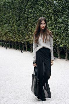 flowy-black-maxi-skirt-gray-sweater.jpg (380×570)