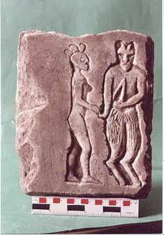 This is another controversial tablet that appears to have some type of female E.T. This tablet is not featured in the Aliens From the Lost Tomb video and there are dozens more that we know of. Who the fellow on the right is....we have no clue and we aren't sure what the object in his left hand is. Burrows Cave artifact