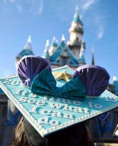Little Mermaid + Frozen + Minnie Mouse = <3    Disney graduation cap ^.^ @ariellesthingamabobs