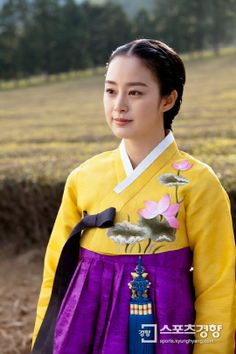 Hanbok from Jang Ok Jung Korean Traditional Dress, Traditional Outfits, Cute Korean, Korean Girl, Best Historical Dramas, Jang Ok Jung, Korea Dress, Modern Hanbok, Kim Tae Hee