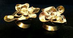 nu: Gold finish rings to go together (middle finger and ring finger) or separate // Anillos bañados de oro para llevar juntos ( dedo corazón y anular) o por separado.