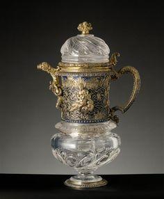 Aiguière en cristal de roche Milieu du XVIe siècle, Monture en argent doré et émaillé. Ancienne collection du Dauphin, fils de Louis XIVEnvoyée au palais de Compiègne, puis à celui de Saint-Cloud au XIXe siècle