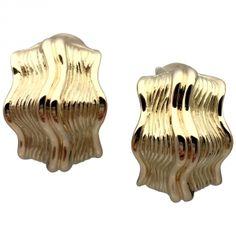 Boucles d'oreilles Chanel en or jaune texturé.