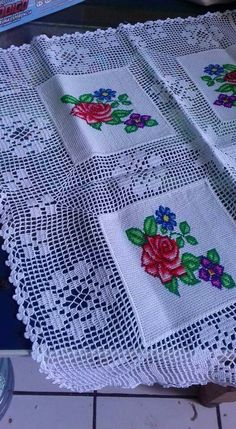 Diy & Crafts, Knitting & Crochet, Hair & Beauty and more. - Diy Crafts Desejos Para Fazer Ponto Cruz E Croch 409053578653737728 Pi. Filet Crochet, Crochet Motifs, Crochet Doilies, Crochet Stitches, Doily Patterns, Cross Stitch Patterns, Crochet Patterns, Crochet Table Runner, Crochet Tablecloth