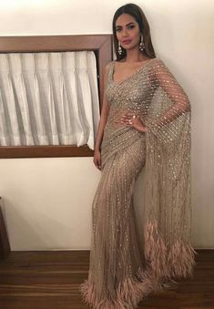 credits to: ! love this sari Indian Wedding Outfits, Pakistani Outfits, Indian Outfits, Indian Wedding Sari, Bridal Sari, Bollywood Outfits, Indian Party, Indian Bridal Wear, Bollywood Saree