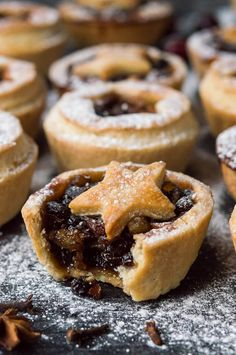 Vegan mince pies a vegan version of the popular Christmas treat with boozy ea Vegan mince pies a vegan version of the popular Christmas treat with boozy easy to make home-made mincemeat and crisp coconut oil pastry. Source by DairyFreeGFLife Vegan Christmas, Christmas Baking, Christmas Treats, Christmas Mince Pies, Christmas Recipes, Christmas Cakes, Key Lime Pie, Pastry Recipes, Pie Recipes