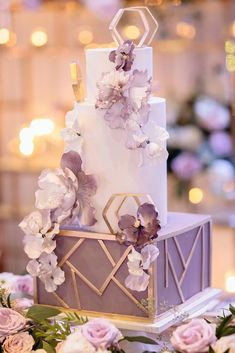 wedding cake ideas photos gallery different layersfrom from top to bottom lilac and gold geometry gentle flowers agistudio country chocolat mariage cake cake country cake recipes cake simple cake vintage Black Wedding Cakes, Beautiful Wedding Cakes, Purple Wedding, Beautiful Cakes, Modern Wedding Cakes, Gold Wedding, Geometric Cake, Fresh Flower Cake, Flower Cakes