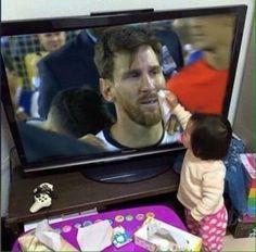 El desconsuelo de Lionel Messi luego de perder una final más con la selección argentina acaparó los reflectores en el ámbito deportivo, ya que el delantero rosarino que falló en la tanda de penales, anunció que había terminado su etapa con la albiceleste. Pero mientras muchos argentinos reprochan a 'La Pulga' que no ha […]