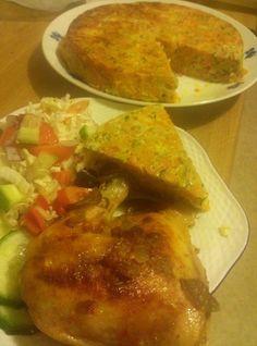 Zvířátkový den - pečené kuřecí stehno a zeleninový dort ... trochu podušená mrkev, cuketa, cibule, pórek, kari nebo jiné koření, nastrouhaný sýr s vajíčky dát do formy a zapéct Low Carb, Chicken, Ethnic Recipes, Diet, Cubs