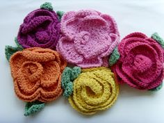 Bee and Buzz: Big Crochet Flowers: for sale and also sweet inspiration!