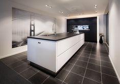 Een moderne design keuken van SieMatic bij Goergen Keukens. We helpen u graag met een persoonlijk ontwerp voor uw ruimte.