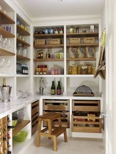 Modern Kitchen Pantry Ideas Kitchen Pantry Design Ideas - When it comes to kitchen organization, the pantry is an important location to turn your focus. How to organize canned goods Kitchen Pantry Design, Kitchen Pantry Cabinets, Kitchen Organization, New Kitchen, Kitchen Decor, Kitchen Ideas, Kitchen Modern, Kitchen Layout, Room Kitchen