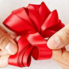 The rosette bow is a classic Christmas bow you need to know how to make. Skip the expensive bows at the craft store and make your own this year! With a few twists of pretty ribbon, you'll have a collection of beautiful Christmas bows in no time. Diy Bow, Diy Ribbon, Ribbon Crafts, Ribbon Bows, Ribbons, Ribbon Projects, Christmas Bows, Christmas Projects, Christmas Decor