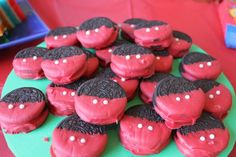 How adorable are these Mickey Mouse Oreo Cookies? ( I don't get how these are supposed to look like Mickey Mouse. or his buttons. Mickey Mouse Clubhouse Party, Mickey Mouse Clubhouse Birthday, Mickey Mouse Parties, Mickey Birthday, Mickey Party, Birthday Fun, Birthday Parties, Birthday Ideas, Disney Parties