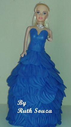 Boneca tipo Barbie com roupa de p�talas de flores em EVA, Fazemos noivas, princesas, a etc.5 dias para produ��o   prazo do correio.