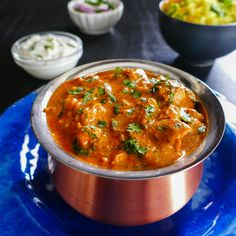 This Easy Instant Pot Chicken Tikka Masala recipe makes a restaurant-quality Indian curry that has succulent pieces of boneless chicken in a flavorful creamy sauce. Ginger, garlic and Indian spices combine to give the curry a heavenly aroma and taste! Chicken Tikka Masala Rezept, Chicken Masala, Paneer Tikka, Chicken Tika Masala Recipe, Chicken Soup, Chicken Keema, Tikka Masala Sauce, Butter Chicken, Enchiladas Potosinas