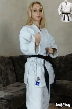 Female Martial Artists, Martial Arts Women, Taekwondo Video, Karate Kick, Beautiful Athletes, Muscular Women, Women's Feet, Kicks, Sports