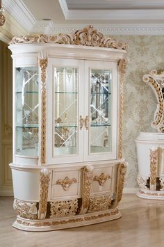 Luxury Dining Room, Classic Interior, Victorian Fashion, Buffet, Interiors, Mirror, Kitchen, Style, Swag