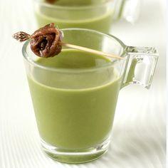 Dit groen kruidensoepje maak je klaar in no time, maar het zal je nog lang bijblijven: lekker, bomvol kruiden, origineel met een slakje of ansjovis.