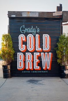Creative Walls, Type, Lettering, Color, and Typography image ideas & inspiration on Designspiration Hand Painted Walls, Painted Letters, Hand Painted Signs, Painted Metal, Murals Street Art, Typography Letters, Typography Design, Chalk Typography, Signage Design