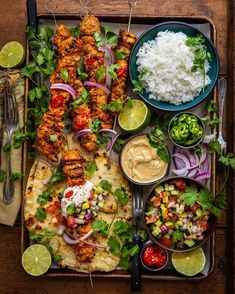 Chicken Tikka Wraps on the Wood-Fired Handheld Hap., How to Become a Gourmet Healthy Dessert Recipes, Dinner Recipes, Yummy Snacks, Delicious Food, Tasty, Party Food Platters, Cooking Light Recipes, Whole 30 Recipes, Food Presentation