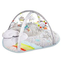 Your baby will enjoy every second on the SKIP*HOP Silver Lining plush active gym. It's fun for playtime and comfortable for naptime, featuring 5 celestial-themed hanging toys and music and sounds to stimulate your little one.