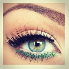 Create this look with the Essential Eyeliner Pen in Black (www.) on the top lash line and the Essential Shimmer Eyeliner Pencil in Grassy Green (www.) on the bottom lash line! Love Makeup, Makeup Inspo, Makeup Inspiration, Makeup Tips, Beauty Makeup, Simple Makeup, Natural Makeup, Green Makeup, Makeup Ideas
