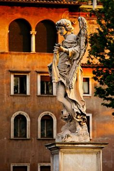 estatua del puente de santo angelo Roma Italia.
