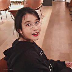 Cute Couple Videos, Korean Artist, Love S, Baekhyun, Cute Couples, My Girl, Idol, Lisa, Smile