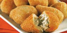 Een Braziliaanse snack met kip en roomkaas, in een krokant jasje.